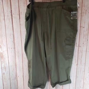 🆕️Terra & Sky Olive Green Cargo Cropped Pants